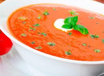 Sopa de tomate con curry en la licuadora Infinyforce de Imusa
